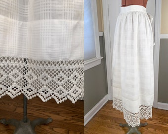 Vintage long white cotton and crocheted lace apron with wide bow tie | fancy white lace apron | decorative cotton full length apron
