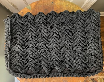 "Vintage 1940s black crocheted Corde clutch purse in zigzag pattern | 9"" x 13"""