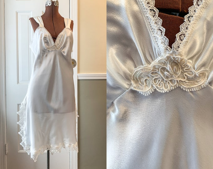 Vintage 1980s NOS off white satin and lace short nightgown, elegant nightie, wedding lingerie, Circa 2000, Size M