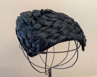 Vintage 1940s bonnet style black hat made from woven raffia, Calot style hat, classic black formal hat