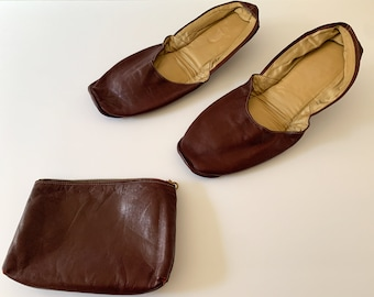 Vintage 1950s brown leather travel slippers with zipper pouch, Size L/XL