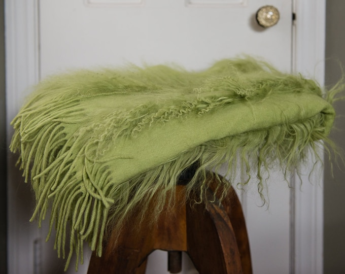 "Large luxurious 100% cashmere apple green scarf, shawl or throw | Pashmina | 26"" x 70"""