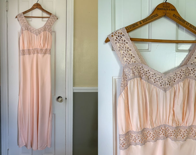 Vintage 1940s pale blush peach and eyelet nightgown or slip dress | Radelle Lingerie | Size S/M