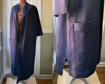 Vintage 1950s navy blue felt overcoat with large patch pockets and three quarter length sleeves | Size L