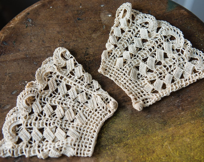 Crocheted ornate women's ruffle cuffs | Pair of vintage handmade off-white | Victorian Edwardian fashion accessory