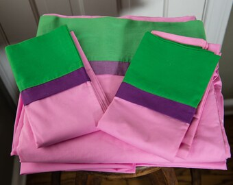 Vintage 1970s kingsize flat sheet & pillow cases in pink, green and purple | Springmaid Wondercale
