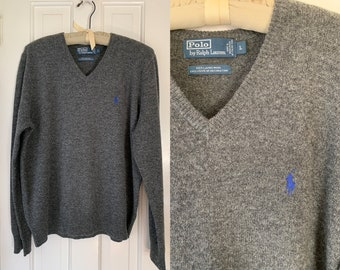 Classic Polo by Ralph Lauren gray lambswool pullover v-neck sweater with royal blue logo | Size L