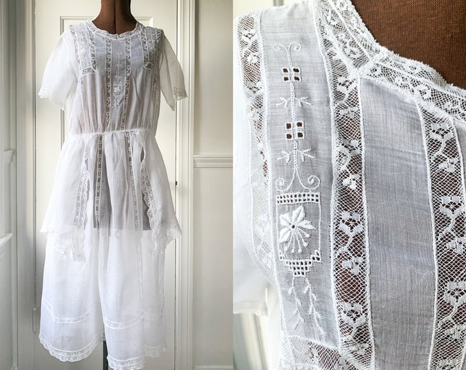 Vintage 10s 20s short white cotton tea dress or lawn dress with embroidery and lace with floral design, Size S/M