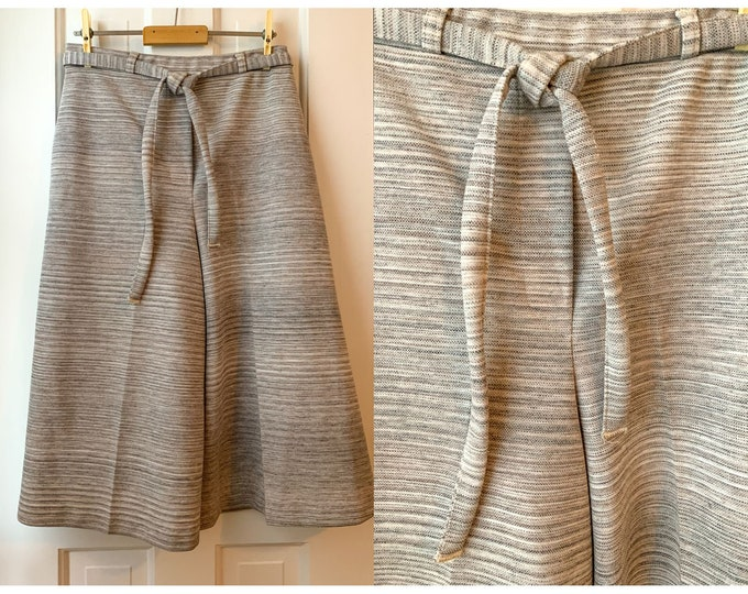 Vintage 70s gray knit split skirt or culottes, pull-on skirt, 70s fashion