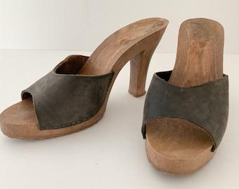 Vintage 1970s Janine navy blue leather demi slide mules sandals, 1970s fashion sandals, Size 6