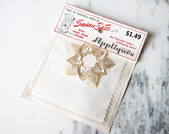 Vintage heart and leaf appliqué in off white beads and iridescent sequins | NOS sewing trim #6500-2 | Susan Bates
