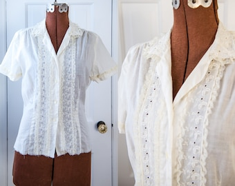 Vintage 50s white cotton short sleeve blouse with lace and embroidery details, Mac Shore Classics, Sz S/M