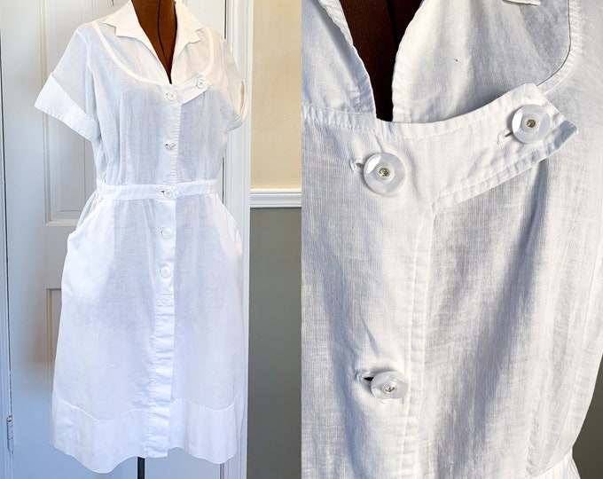 Vintage 1950s white short sleeved waitress dress or nurses uniform dress | white workwear dress | Modiform by Paul Jones | Size M