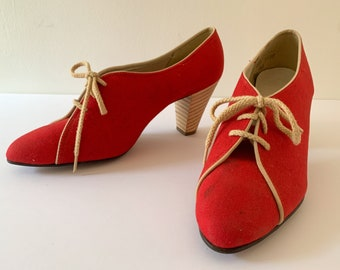 Vintage 1970s red canvas lace-up wooden stacked heal pumps, Freddie's by Fred Braun, size 8