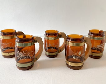 Vintage 1960s 5pc Siesta Ware glass mugs with western or cowboy design and wooden handles, beer mugs