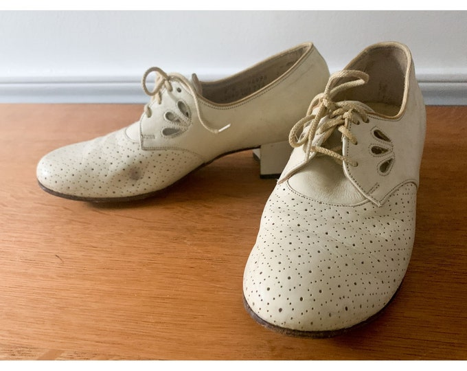 Vintage off-white leather pierced lace-up sensible shoes with low sturdy heal, cottage core fashion