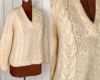 Vintage 1960s winter white mohair pullover v-neck sweater, off-white cable knit wool jumper, handmade in Italy, Size L/XL