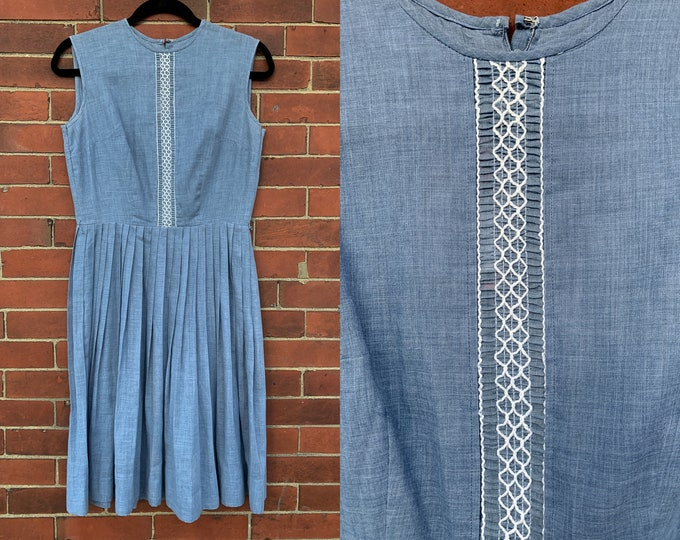 VTG 60s sleeveless pleated blue shirtwaist dress with embroidery detail Sz S