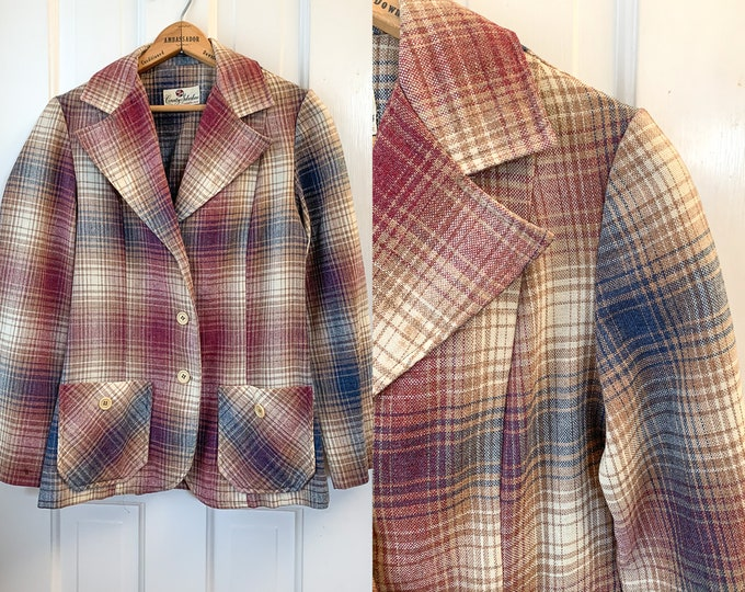 Vintage 1970s wool plaid blazer with notched collar and pockets, menswear inspired jacket, made by Country Suburbans, Size S