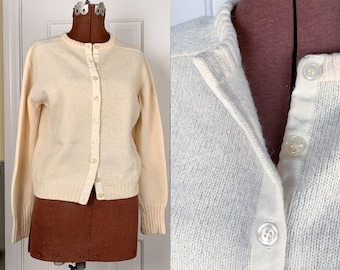 Vintage 1960s winter white wool button-down cardigan, off-white wool jumper, Size M