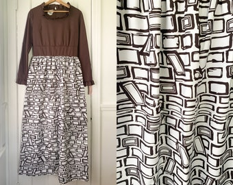 Vintage 1970s mod print maxi dress with ruffled collar and cuffs, full length mod dress, Fashioned by Patty, Size S/M