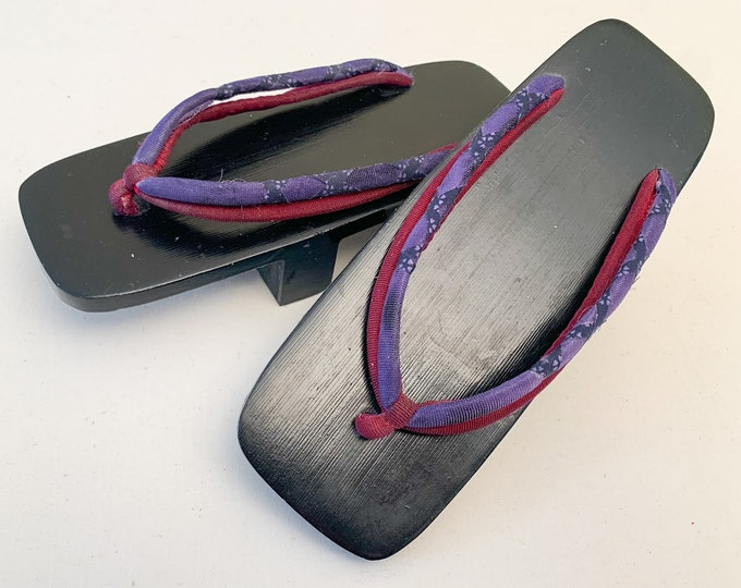 Vintage black Japanese Geta sandals with wooden platform, child's Geta sandal, traditional kimono accessories, Geisha costume