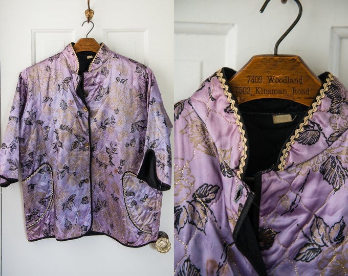 Vintage 1950s satin lavender quilted bed jacket with metalic gold thread detail, Size M/L