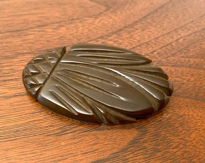 Vintage 1940s brown carved Bakelite pin, Art Deco brooch, 40s jewelry