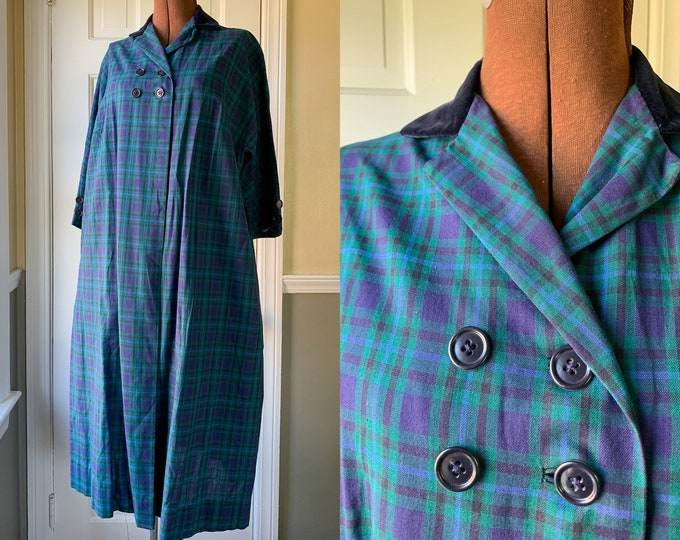 Vintage 1950s blue and green plaid lightweight overcoat with velvet collar and three quarter length sleeves | Size L