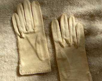 Vintage 1950's wrist-length beige gloves with embroidered and beaded details, day gloves, Size S