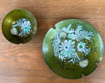 Vintage MCM Sascha B Brastoff enamel astray 2 pc set in avocado green mod floral design