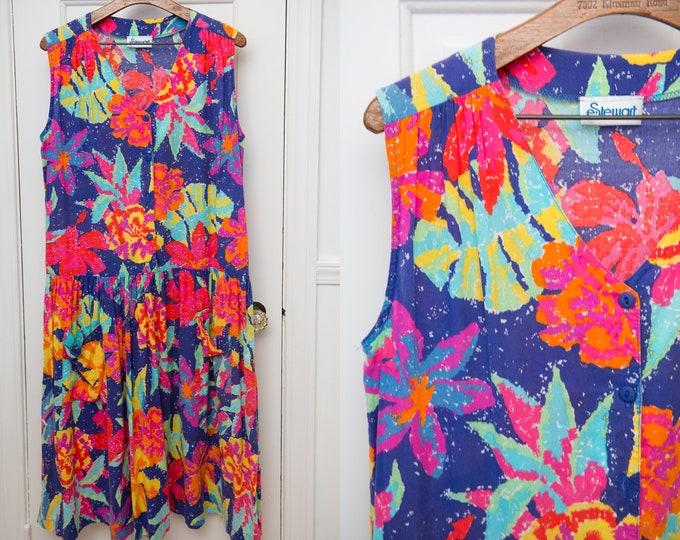 Vintage sleeveless house dress in bold floral print, drop waist sundress, Size L