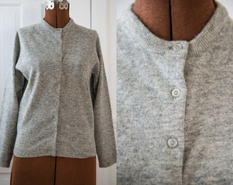 Vintage 1950s gray lambswool cardigan sweater, made in Taiwan, Size XS/S
