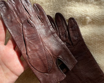 Vintage 1950's brown leather gloves with silk lining, The Halle Brothers Co, Size XXS/XS