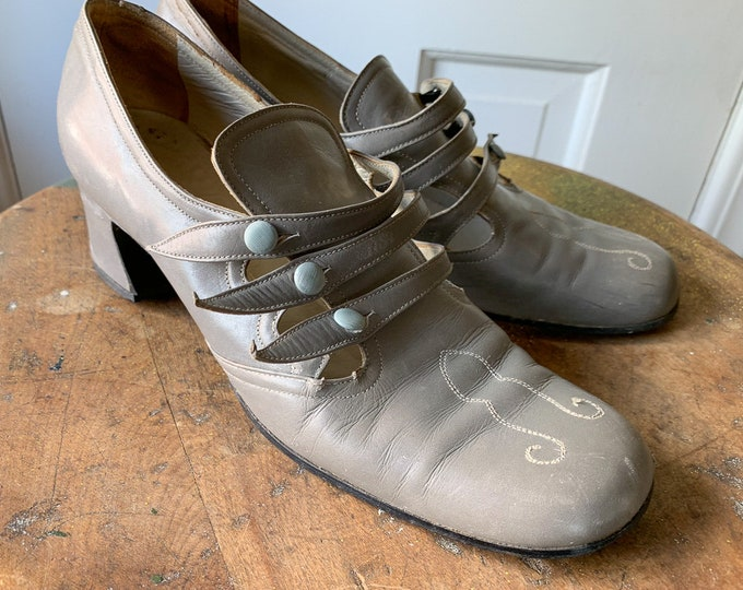 Vintage dove gray leather sensible button up granny shoes or oxfords with decorative contrasting toe stitching | Size 5.5 - 6 N