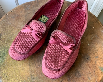 Vintage 1960s quilted satin rose color slippers or loafers with bow detail   Daniel Green   Made in USA   Size 5.5