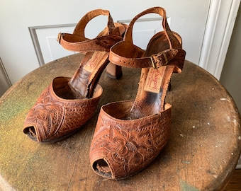 Vintage 1950s tooled leather peep toe sandals   Made in Mexico   Calzado Aragon   size 5.5
