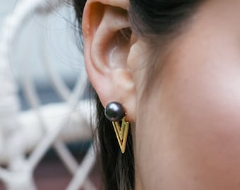 Molitor grey pearls pyramid triangle earrings - minimalist black pearl arrow earrings 18k - art deco bridal earrings wedding
