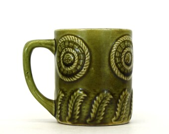 Vintage Green Ceramic Mug with Fern and Basket Theme (E4952)
