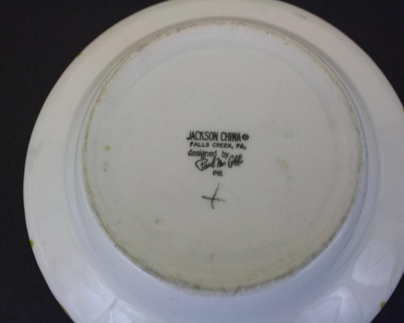 E1916 Vintage White Serving Bowl w Mustard Green Fleur De Lis Pattern