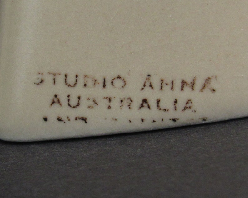 Vintage Studio Anna Indigenous Kangaroo Art Salt /& Pepper Shakers E10500