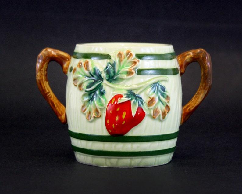 Vintage Strawberry Barrel Shaped Sugar Bowl E6725