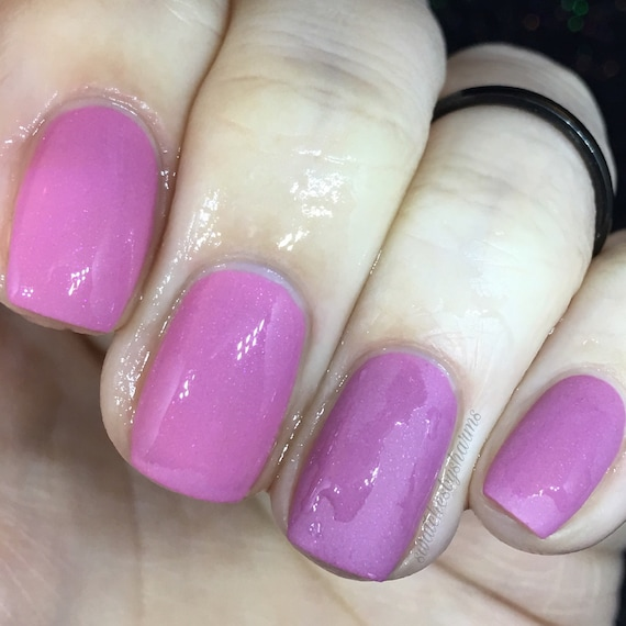 Forbidden Transition thermal nail polish pink, cream, dark, light, hot, cold, color change