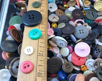 Bulk Buttons. BUTTON LOT. wholesale buttons. vintage buttons. plastic buttons. mixed colours. old buttons. craft buttons No.001507
