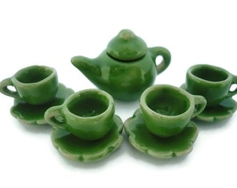 4 Set Scott Red Green  Paint Coffee Cup and Scallope Plate Dollhouse Miniatures