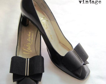 Vintage 60s Mod Black Bow Front Pumps by M Lewis Fine Shoes