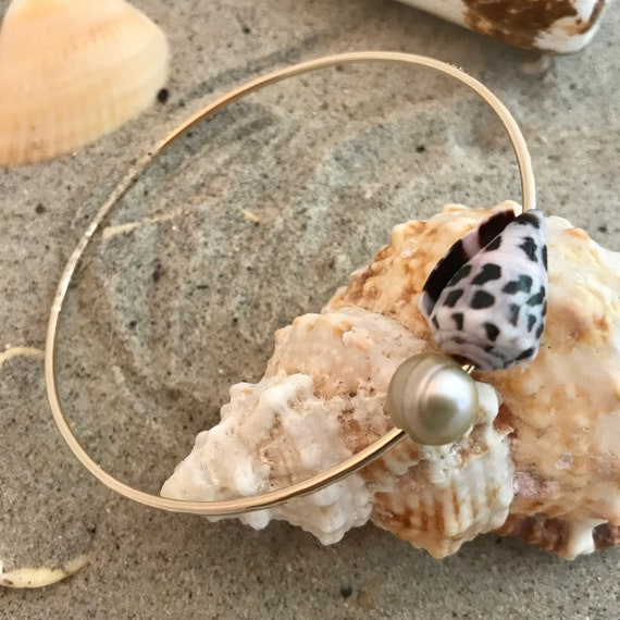 Soldered hammered Hawaiian bangle 14kt gold filled cone shell iridescent pearl