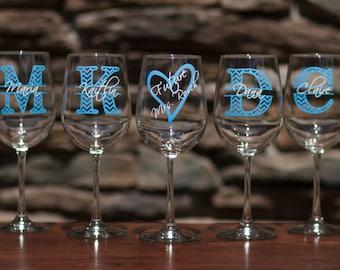 Chevron monogram bridesmaid gift wine glass, Personalized monogram and name.  Christmas gift idea, Bridesmaid gift idea, Maid of Honor gifts