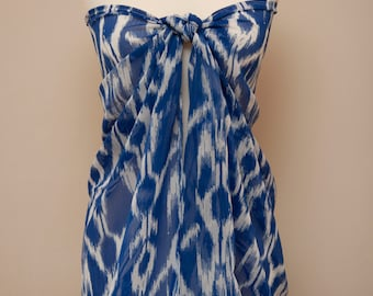 Enzaly White and Royal Blue print sarong