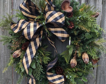 Christmas Winter Wreath, Black, Gold Christmas Wreath, Evergreen and Dried Pods Natural Elegant Wreath, All Winter long Christmas Wreath